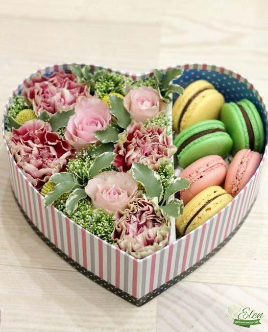Коробка с цветами и сладостями Дарю