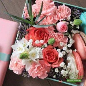 Коробка с цветами и сладостями Милашка
