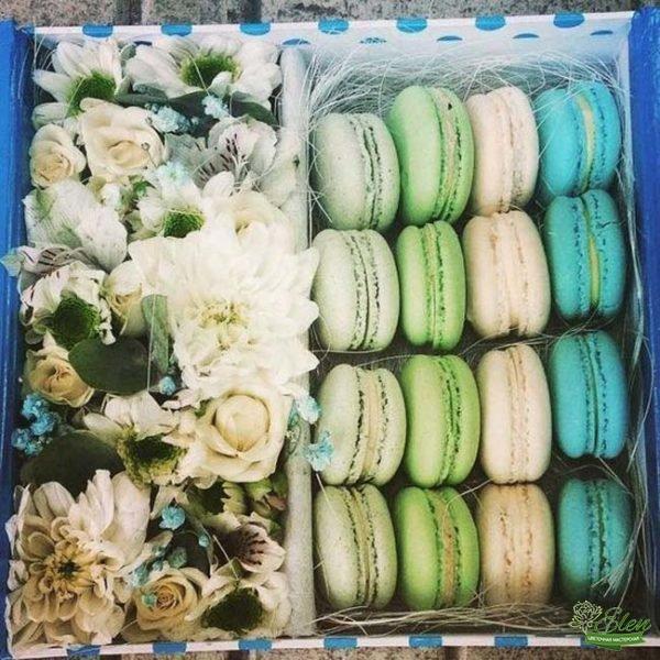 Коробка с цветами и сладостями Мой Праздник