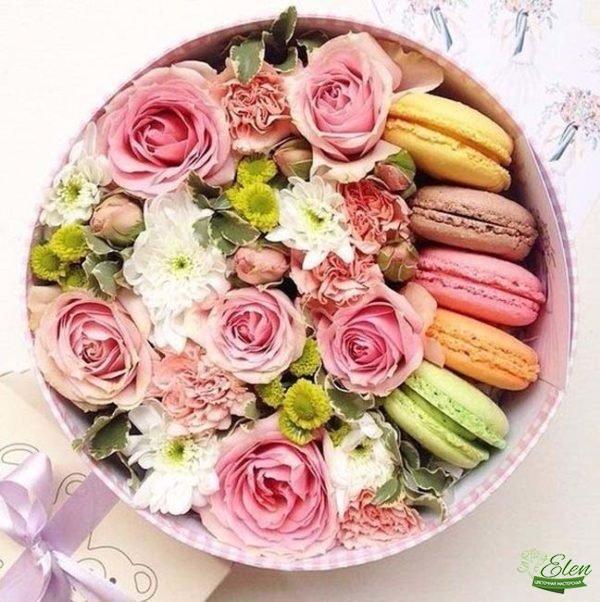 Коробка с цветами и сладостями Сладкое Наслаждение