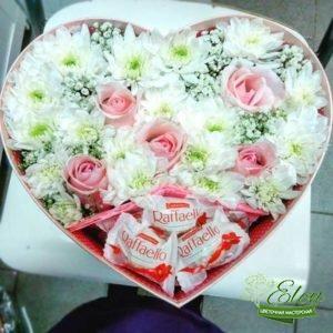 Коробка с цветами и сладостями Вальс