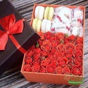Коробка с цветами Вернисаж