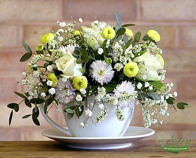 Цветочная композиция в чашке Облако это оригинальный подарок для ваших родных и близких.
