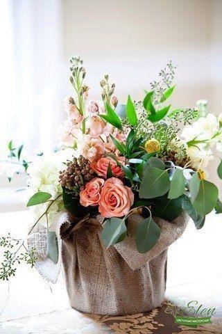 Данная цветочная композиция в мешковине от цветочной мастерской Elen,порадует любого получателя даже в будничный день