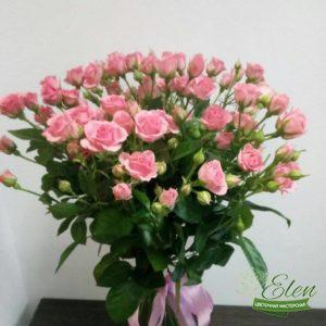 Букет из 11 розовых кустовых розпринесет весеннее настроение на ваш праздник.