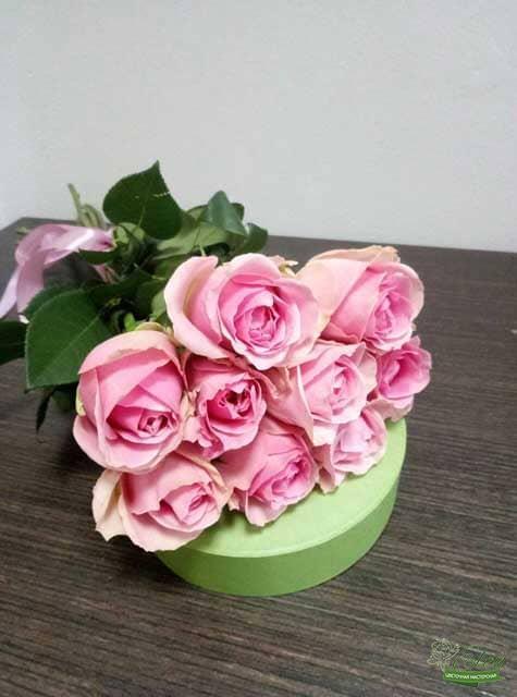 Букет из 9 голландских розовых розпорадует получателя в любое время года.