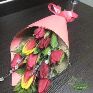 Букет из 9 тюльпанов отличный весенний комплимент от наших флористов.
