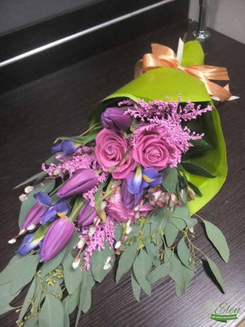 Букет цветов Изысканный Стильиз роз,тюльпанов и ирисов - букет цветов для мужчины