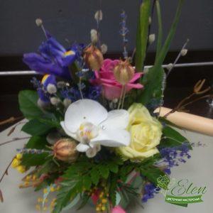 Цветочная композиция Веснаот цветочной мастерской Elen,порадует любого получателя даже в будничный день.