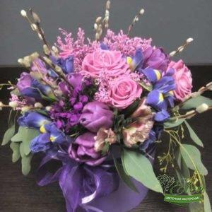 Коробка из цветов Ловушка Сновиз роз,тюльпанов и ирисов это изысканный подарок для каждой женщины.