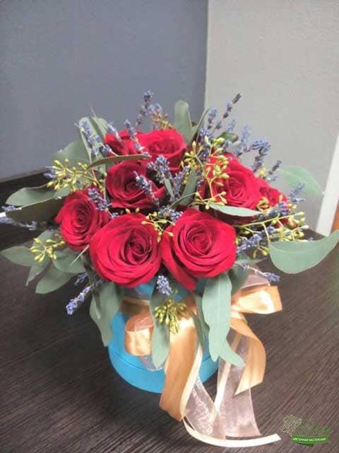 Шляпная коробка из голландских роз это изысканный подарок для каждой женщины.