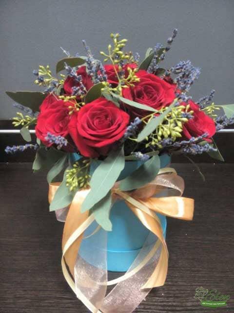 Шляпная коробка из роз голландских
