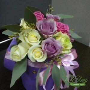 Шляпная коробка из роз Лиловый Блюз это изысканный подарок для каждой женщины.