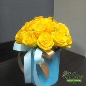 Шляпная коробка из желтых розэто изысканный подарок для каждой женщины.