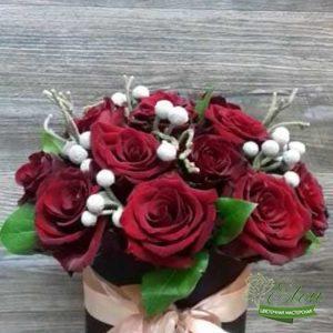 Шляпная коробка красных роз Для Нее это изысканный подарок для каждой женщины.
