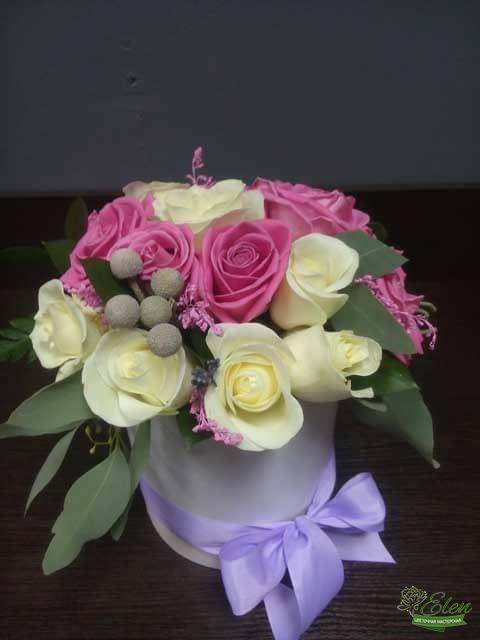 Шляпная коробка Няшка из роз