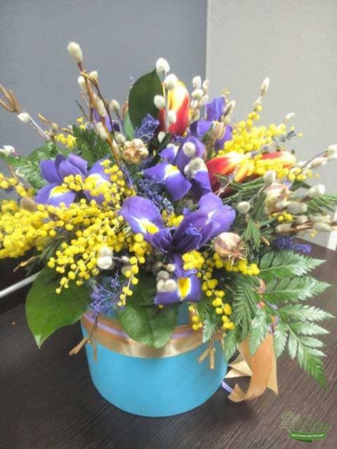 Шляпная коробка тюльпаны и ирисы