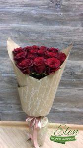 Советы как дольше сохранить букет роз в вазе