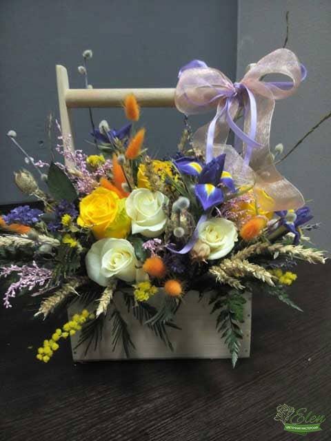 Цветочная композиция Колодец Счастья-будет отличным подарком для ценителей экзотических цветов.