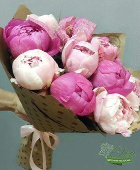 Букет из 11 пионов отличный весенний комплимент от наших флористов.