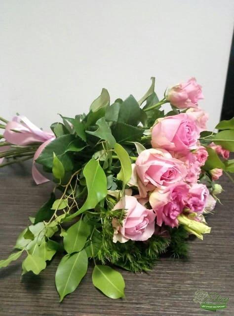Лучший букет из голландских роз и эустомы в интернет магазине Элен