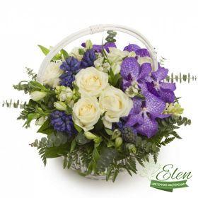Букет из орхидей Ванда (орхидеи и розы)