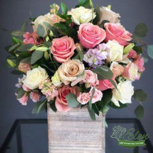 Коробка с цветами Комплимент