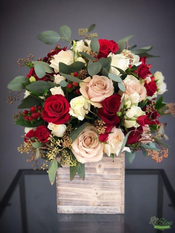 Коробка с цветами Радостный миг
