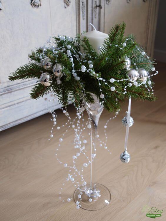 Новогодняя ваза с цветами