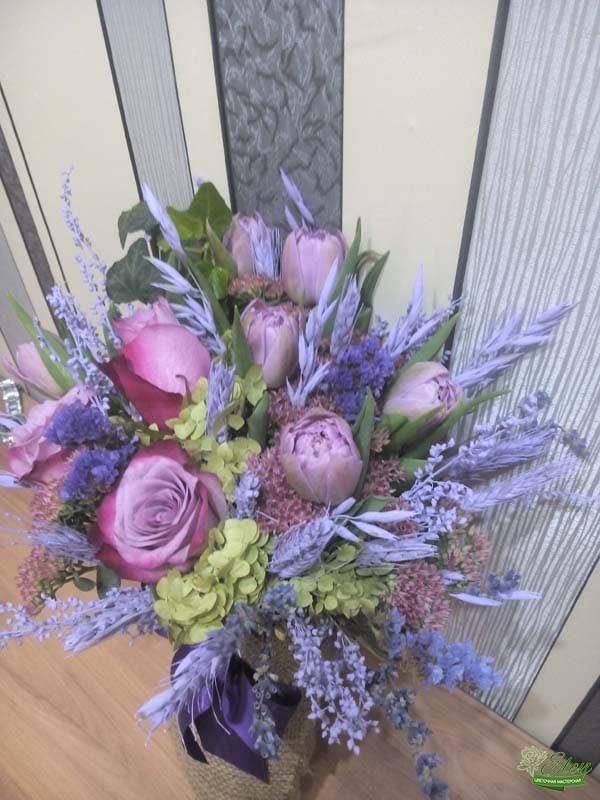 Букет из тюльпанов и розы микс