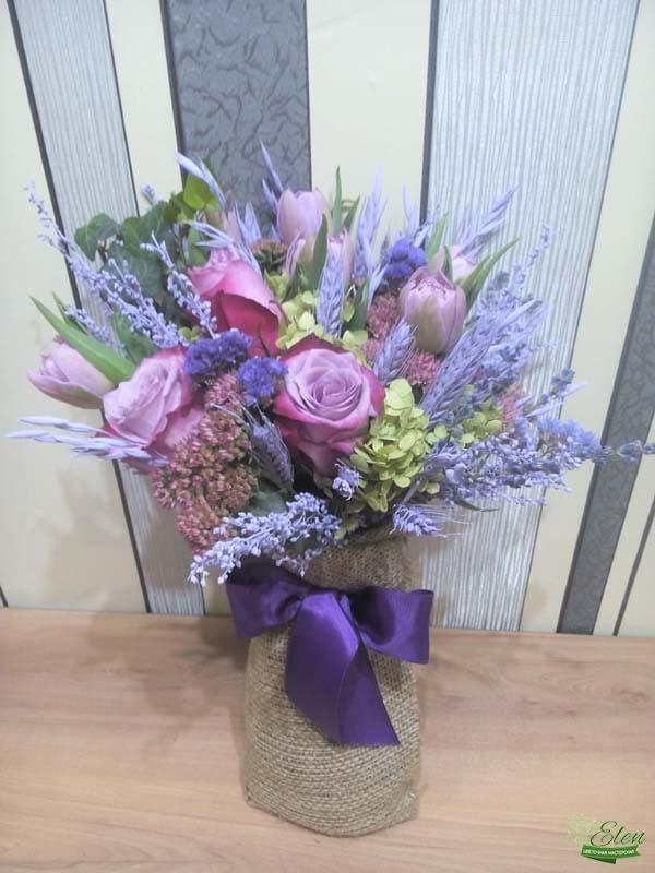 Букет из тюльпанов и розы весенний