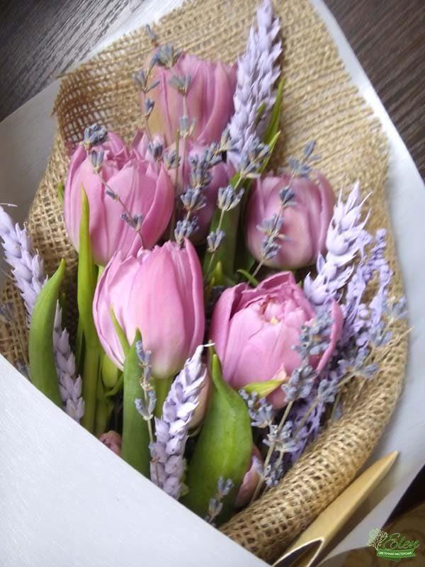 Букет тюльпанов комплимент весенний