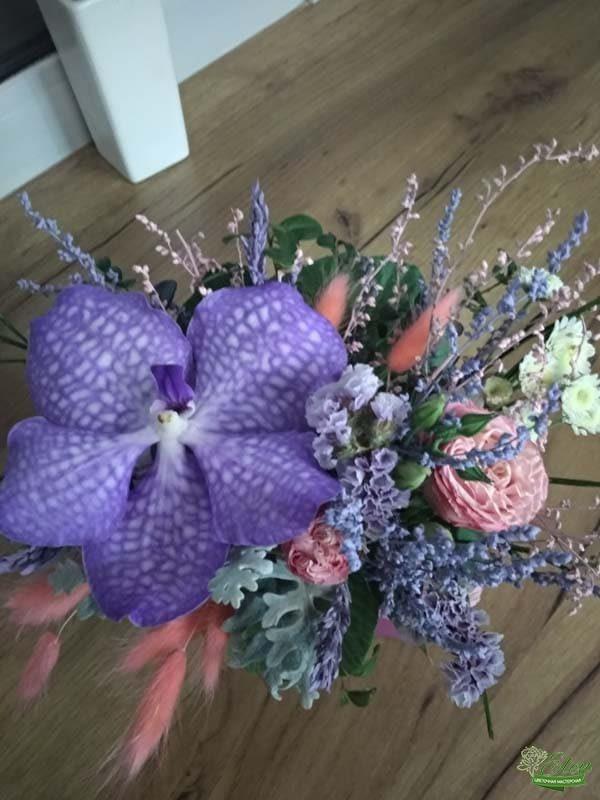 Композиция из орхидеи Ванда в коробке