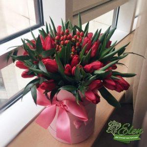 Коробка шляпная с тюльпанами