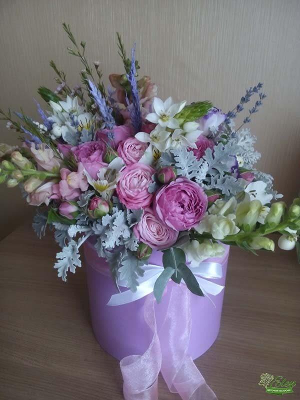 Шляпная коробка с цветами весенняя