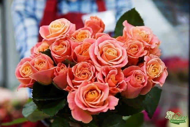 девушке цветы